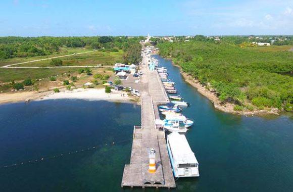 Le Port de Pêche de Petit Canal